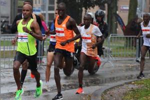 Mohamed Ali (gele tenue) goed bezig in Breda