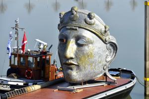 Het masker op de boot